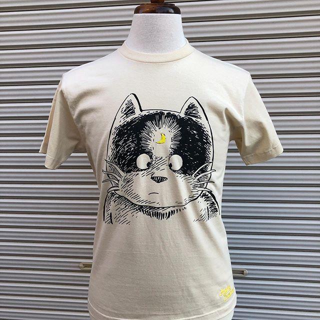 風俗嬢の演技が陳腐過ぎて風俗嫌いなオーナーデイジーです。さて、大変お待たせしました!!本日より「Hybrid Caramel」×「じゃりン子チエ」の第一弾「どらン猫小鉄」シリーズの販売を開始します。伝説の男『小鉄』愛嬌たっぷり『アントニオジュニア』Tシャツとトートバッグです。Tシャツ4800円トートバッグ3800円共に税別での販売です。下記のURLよりお願いします( ̄∀ ̄)https://www.custom-japan.com#じゃりン子チエ #小鉄 #アントニオジュニア #どらン猫小鉄 #hybrid_caramel #tシャツ #トートバッグ #ネコ #ネコtシャツ #ネコトートバッグ #はるき悦巳先生作